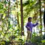 Fotolia photo enfant et grand-mère en forêt