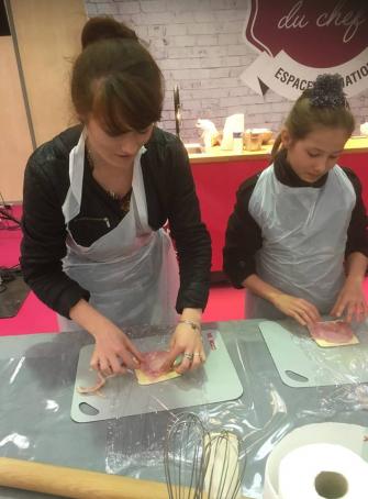 Mère et fille à un atelier Cook & Go