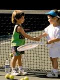 Le tennis pour enfants : un sport individuel à choisir en activité extra-scolaire