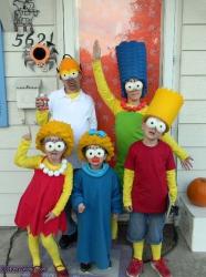 Costume de famille : la famille Simpsons en déguisements
