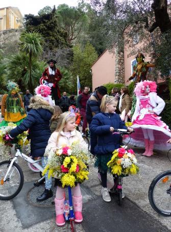 Carnaval et vélos fleuris à Èze
