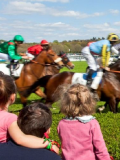 Dimanche au galop - Enfants spectateurs d'une course hippique