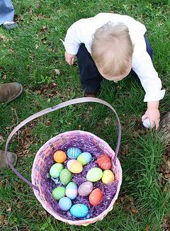 Chasse aux oeufs de Pâques sur le sentier de Fenille