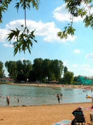 Plaine tonique : baignade en famille près de Lyon
