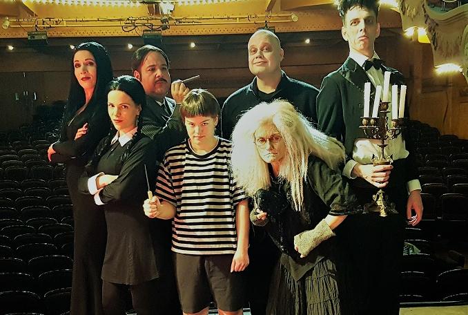 La famille Addams, la comédie musicale : la famille réunie sur scène