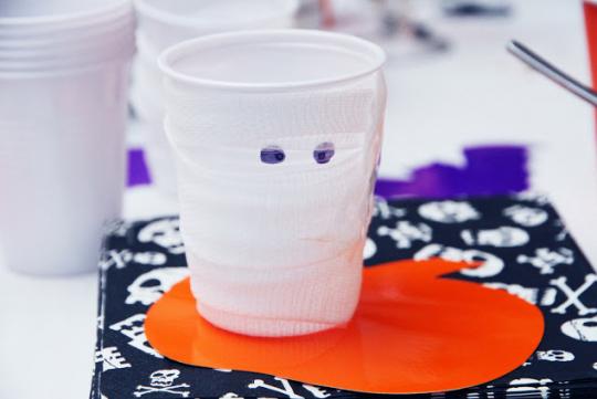 Halloween : des idées bricolage à faire en famille - Verres momies