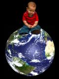 Enfant sur globe terrestre